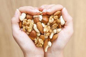 Какие орехи при какой болезни нужно есть?