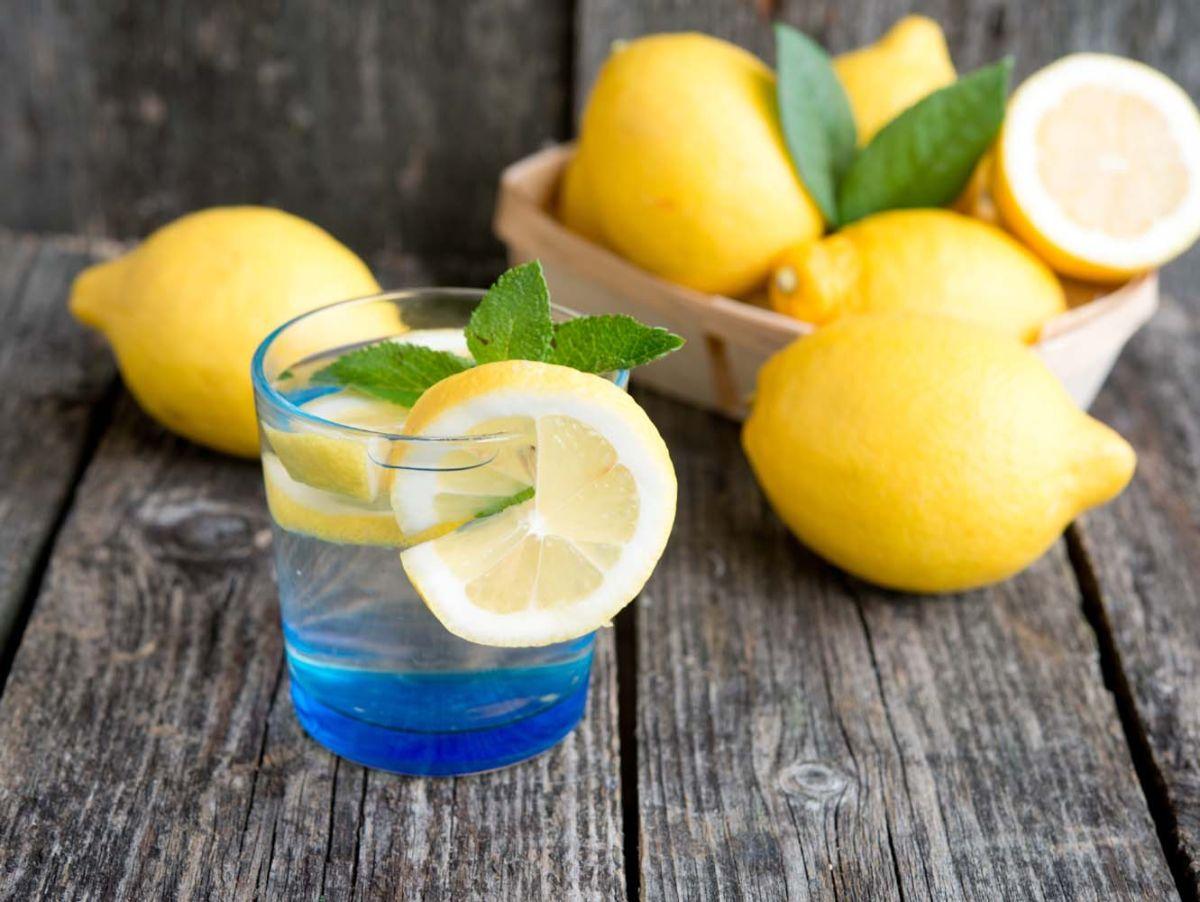 Польза и вред воды с лимоном — 8 доказанных свойств для организма человека